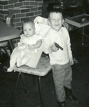 Dee baby Bruce gun0001