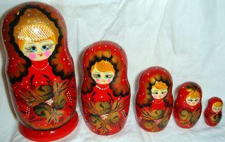 Set red dolls