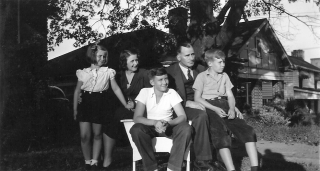 Family 1940s0001